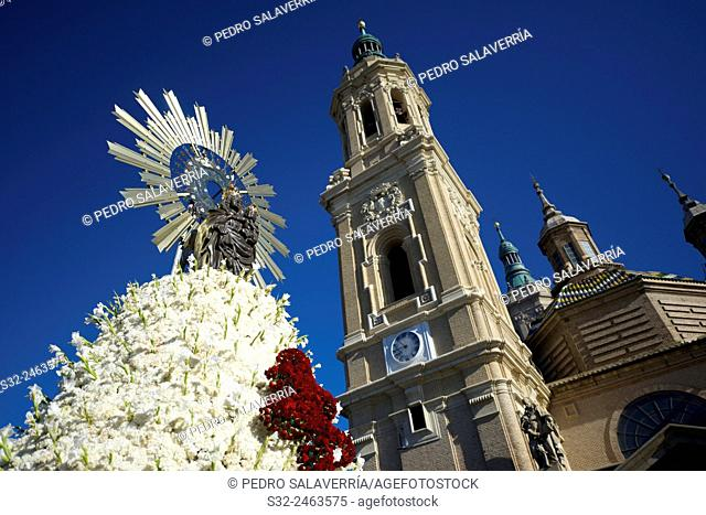 Flowers mantle on Virgen del Pilar. Offering to the Virgen del Pilar, massive event held in Zaragoza in celebration of Spanishness Day and the discovery of...