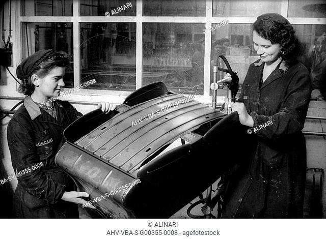 Two female workers at work in the Giordani company, producer of baby carriages and bicycles, shot 1930 ca. by Villani, Studio