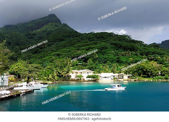 France, French Polynesia, Society Islands, Leeward Islands, Huahine, Fare, Bay of Cook