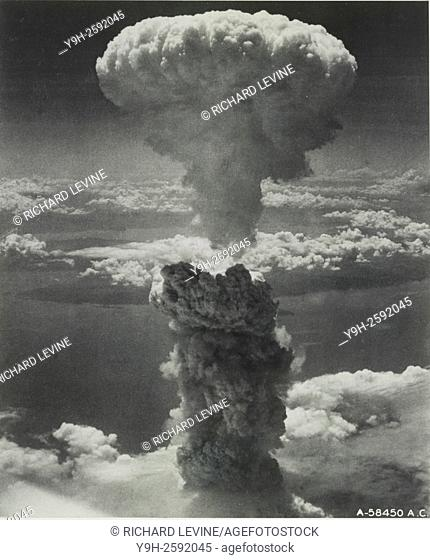 Nagasaki, Japan under atomic bomb attack August 9, 1945. Atomic bomb mushroom cloud over Nagasaki. Credit: Library of Congress/United States