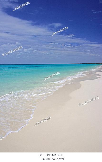 White Beach and turquoise ocean of Ouvea Island, Loyalty Islands, New Caledonia, Overseas Territory of France