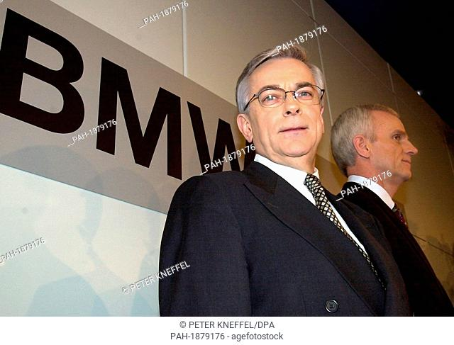 The BMW chairman Joachim Milberg (left) and the chief financial officer  Helmut Panke are standing in front of a big sign of BMW before the press  conference. ea0472f3b