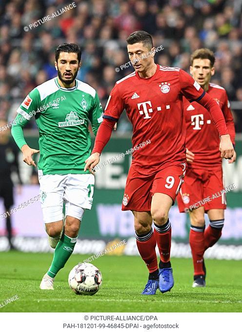 01 December 2018, Bremen: Soccer: Bundesliga, Werder Bremen - Bayern Munich, 13th matchday in the Weserstadion. Werders Nuri Sahin (l) fights with Bavaria's...