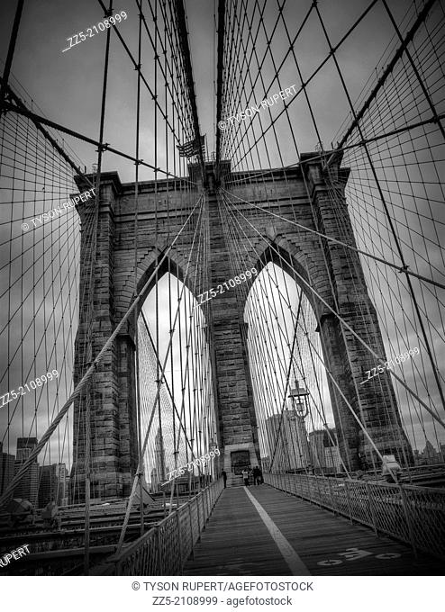 lines of the Brooklyn Bridge