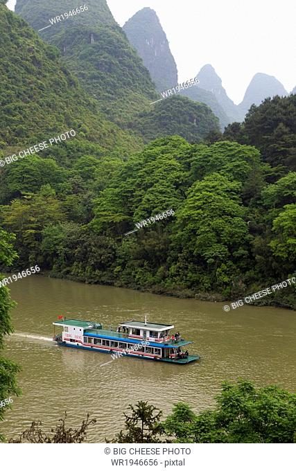 Tour boat travelling the Li River between Guilin and Yangshuo, China