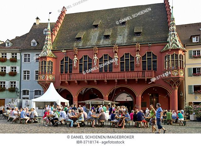 Wine stand and restaurants in front of the Historical Merchants Hall on Muensterplatz square or Cathedral Square, Freiburg im Breisgau, Baden-Württemberg