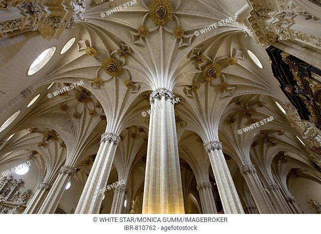 Catedral de San Salvador cathedral, La Seo, columns and ornate vaulted ceiling arches, Zaragoza, Saragossa, Aragon, Spain