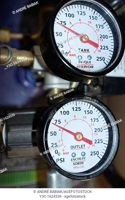 Manometer pressure gauges at compressor