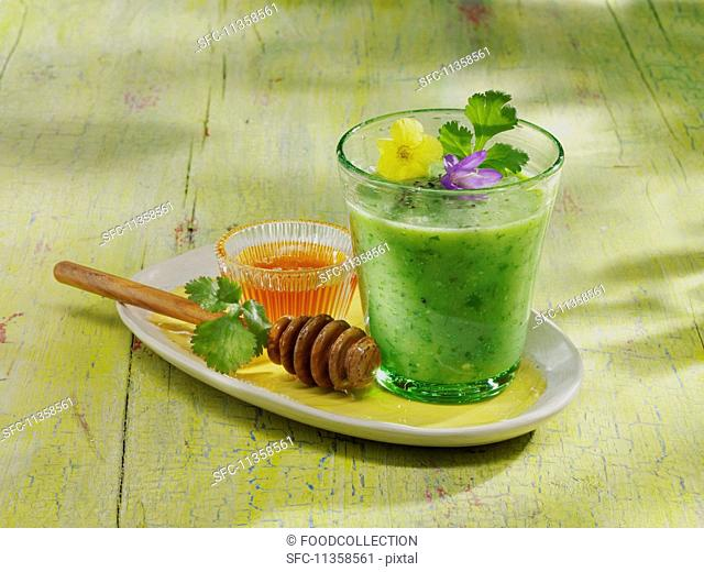 A cucumber and kiwi smoothie with kombucha and honey