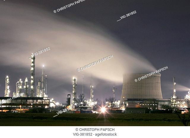 DEU, Germany, Wesseling. Refinery at Wesseling near Cologne Bonn, Heavy Industry. - Wesseling, Nordrhein-Westfalen, Germany, 29/11/2006