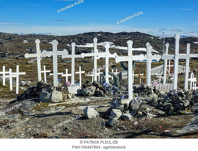 22.06.2018, Gronland, Denmark: A cemetery on the edge of the coastal town of Ilulissat in western Greenland. The city is located on the Ilulissat Icefjord
