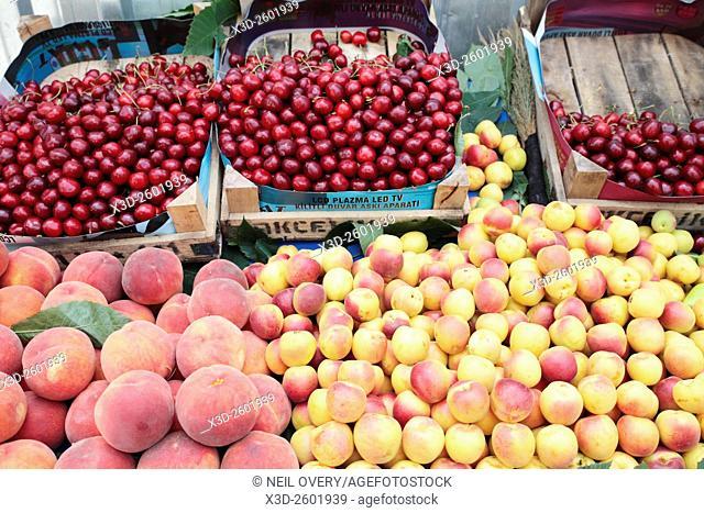 Market stall selling fruit, Istanbul, Turkey