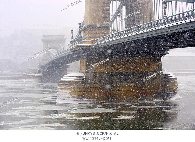South side of yhe Szechenyi Lanchid Chain Bridge in the winter snow looking towards the castle district  Budapest Hungary stock photos