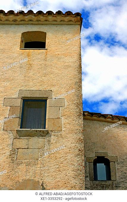 Windows, Cal Sagrista, traditional housing, neighborhood of the Church, Sant Gregori, Vall de Llémena, Girona, Catalonia, Spain