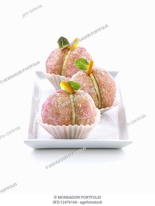 Brioche coated in sugar with vanilla cream and liqueur (Italy)