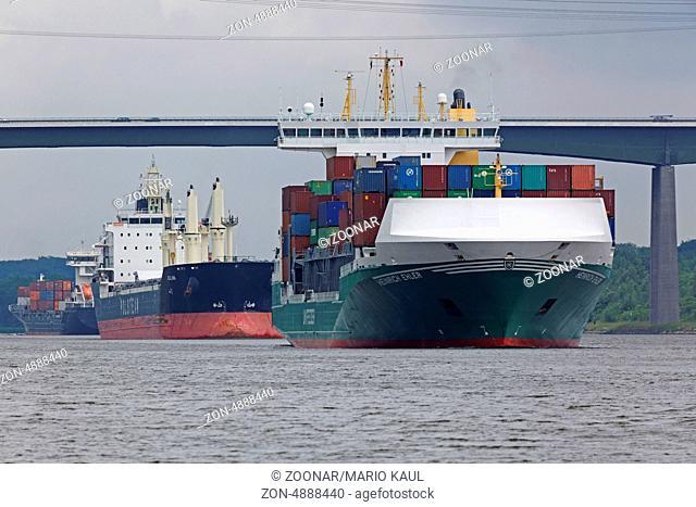 Das Containerfrachtschiff Heinrich Ehler ( IMO: 9372200 ) der Ehler Reederei Otterndorf, Germany fährt auf dem Nord - Ostsee - Kanal in Höhe der Ortslage Rade...
