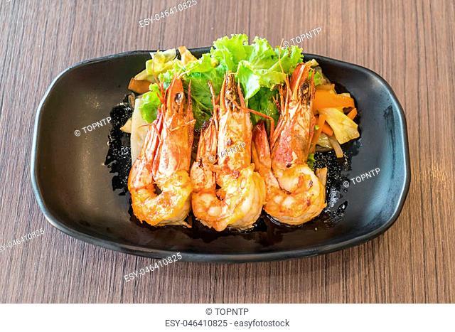 fried shrimps or prawns with salad