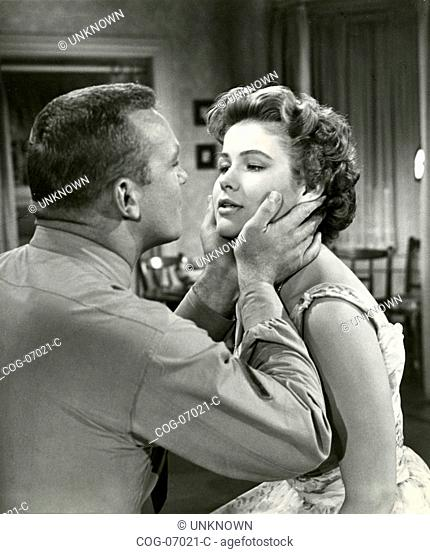The actors Van Heflin and Mona Freeman in a scene from the movie Battle Cry, USA