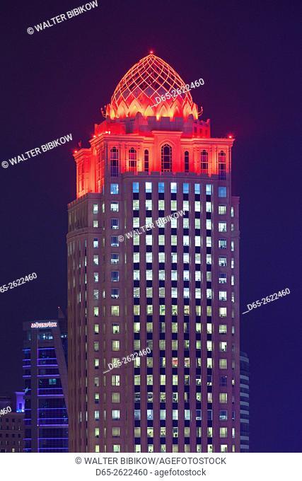 Qatar, Doha, Doha Bay, Doha Four Seasons Hotel, dusk
