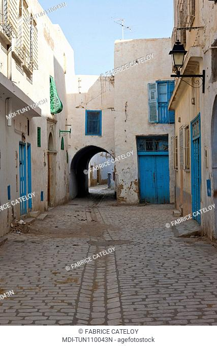 Tunisia - Kairouan - Street in the medina