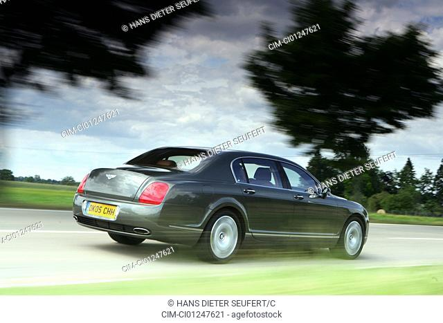 Car, Bentley Continental Flying Spur, anthracite, model year 2005-, driving, diagonal from the back, rear view, side view, country road, verwischt, panned shot