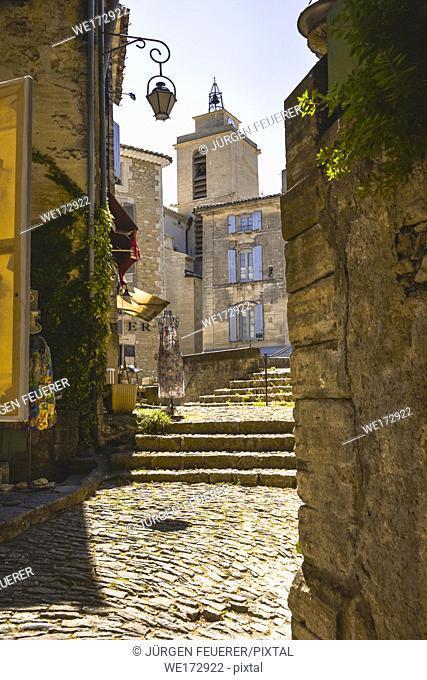narrow lane of village Gordes, Provence, France, massif of Luberon