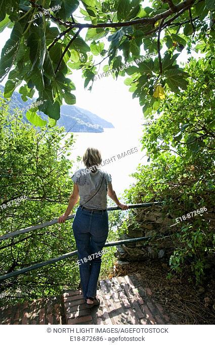 Italy, Cinque Terre, Riomaggiore, woman