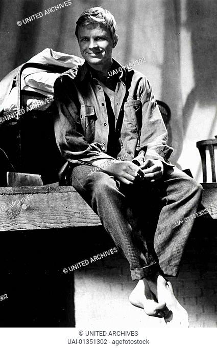Hardy Krüger bei den Dreharbeiten zu DIE TÖDLICHE FALLE, GB 1959 *** Local Caption *** 0, Krüger, Hardy, Hardy Krueger - Ein Portraet Zum 70