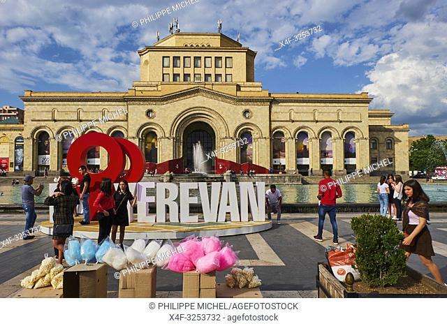 Armenie, Erevan, Place de la Republique (Republic Square), musée d'histoire de l'Armenie / Armenia, Yerevan, Republic Square, History Museum of Armenia