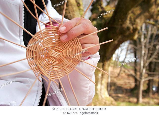 basket craftsman with natural materials
