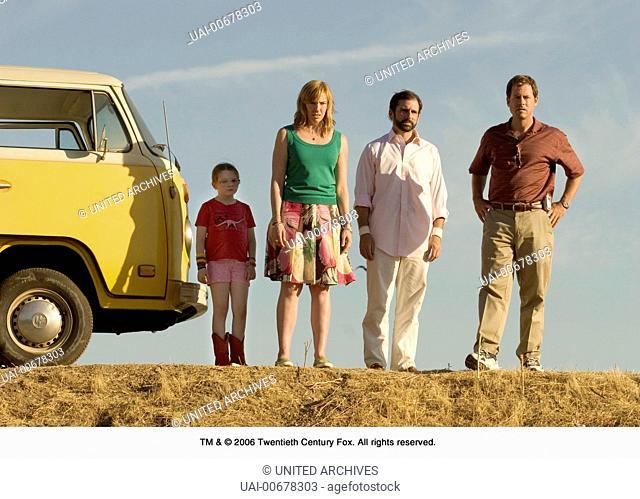 LITTLE MISS SUNSHINE USA 2006 Jonathan Dayton, Valerie Faris Family Hoover: on the road: ABIGAIL BRESLIN, TONI COLLETTE, STEVE CARELL
