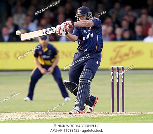 2015 Natwest T20 Blast Essex Eaglesv Glamorgan Jun 19th. 19.06.2015. Chelmsford, England. Graham Napier hits a six for Essex. Natwest T20 Blast
