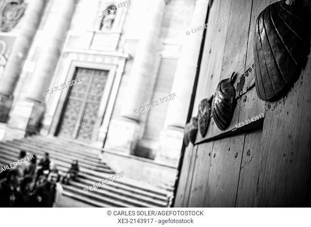 Entrada a la Casa de las Conchas, Salamanca