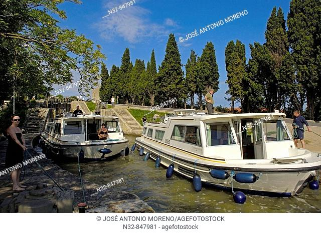 The Neuf Ecluses, Canal du Midi, Beziers, Herault, Languedoc-Roussillon, France