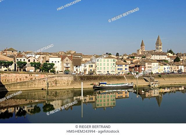 France, Saone et Loire, Tournus, the edges of the Saone and the two tower of the ancient abbey