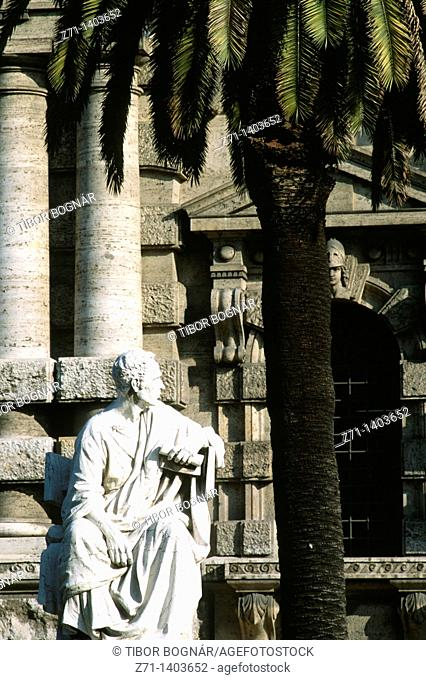Italy, Lazio, Rome, Palace of Justice, statue