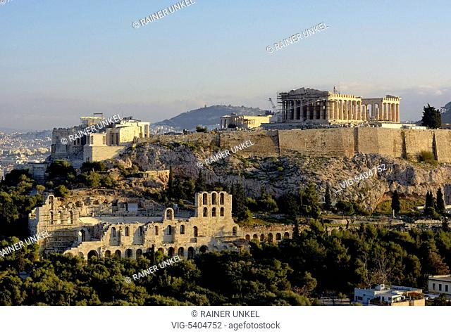 GRC , GREECE : Acropolis in Athens , the main temple is the Parthenon , at front is the Odeon of Herodes Atticus , 07.02