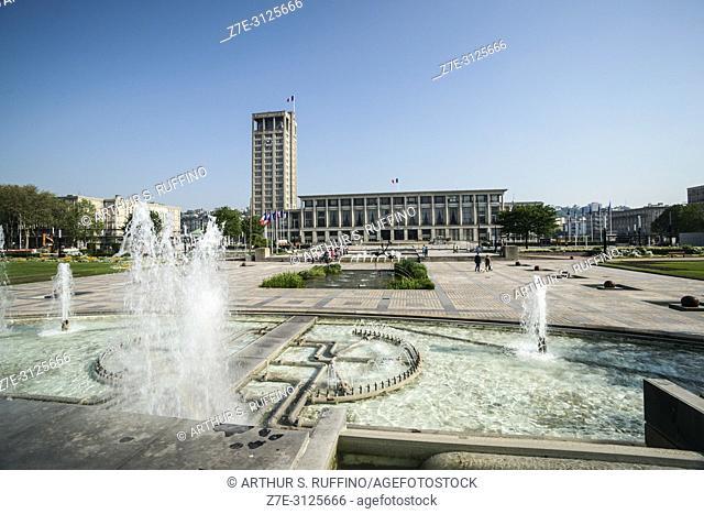 Fountain, City Hall Gardens (Jardins de l'Hôtel de Ville), Place de l'Hôtel de Ville. Le Havre, UNESCO World Heritage Site, Seine-Maritime Department, Normandy