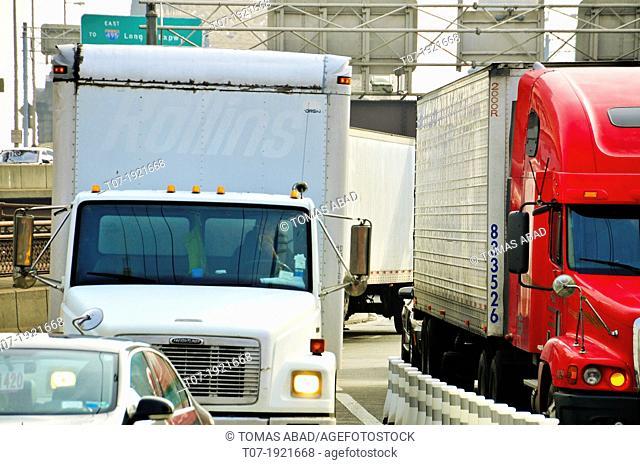 Rush hour traffic on the Ed Koch Queensboro 59th Street Bridge, Midtown Manhattan, New York City, USA