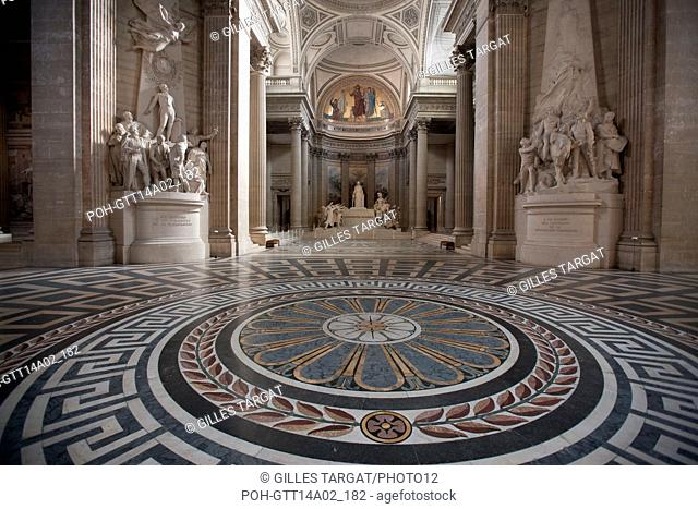 Paris, place du Pantheon, Pantheon, pavement, marble, Photo Gilles Targat
