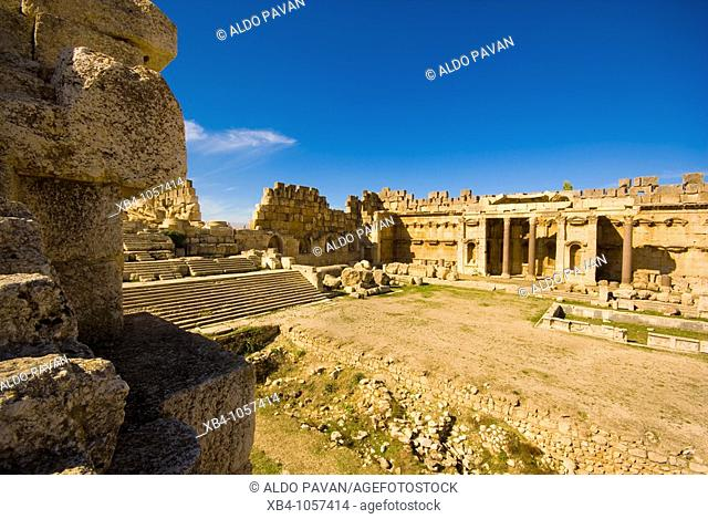 Great courtyard, archaeological Roman site, Baalbek, Bekaa Valley, Lebanon