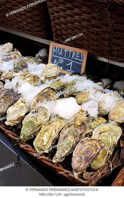 Oysters. Restarurant. Paris. France. Europe