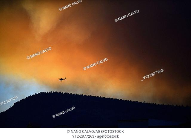 Helicopter fighting wildfire in Yosemite area, California, United Staes