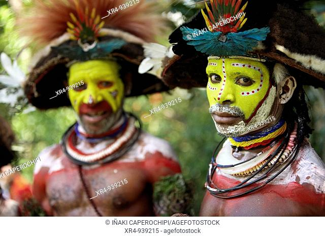 Huli people at the Sing-sing tribal gathering, Paiakona, Mount Hagen, Western Highlands Province, Papua New Guinea