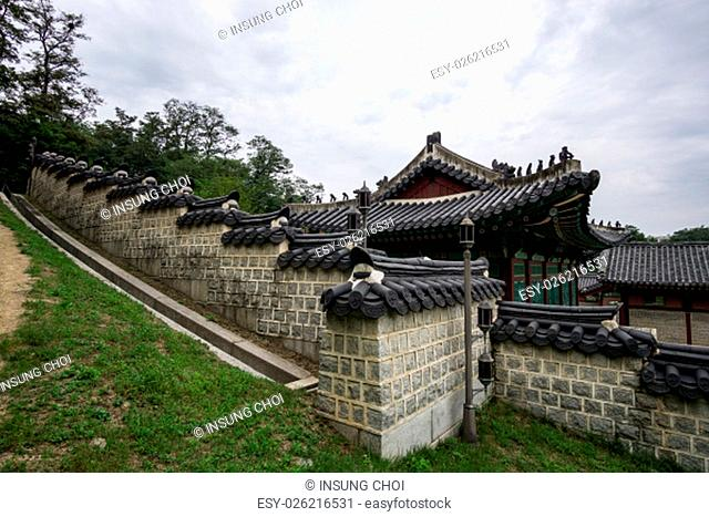 Architecture and scenery around gyeonghuigung palace with the entrance and the pathway to the main courtyard