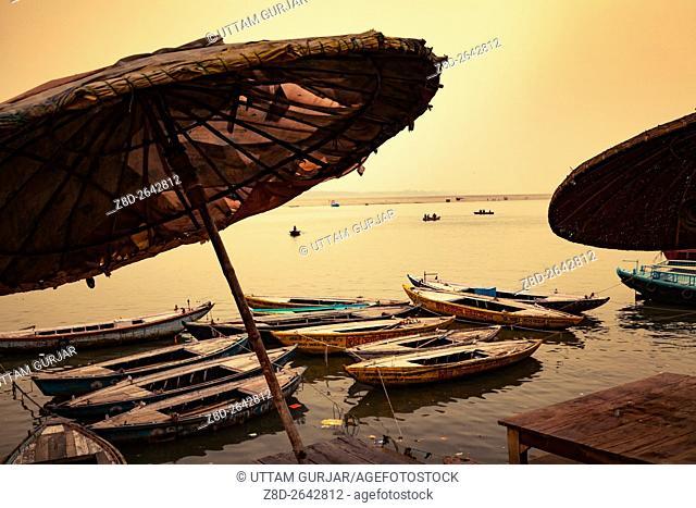 Ghats (Banks) on the Ganges River, Hindu holy city on Ganges Ganga, Varanasi, Banaras, Uttar Pradesh, India