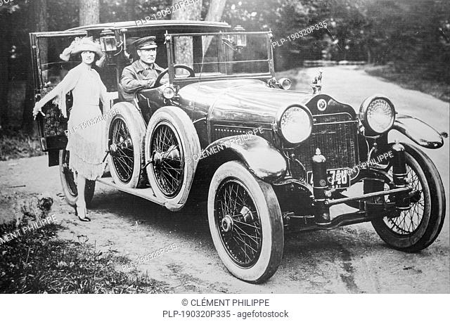 Old archival black and white photograph showing Minerva 38 CV SS, 1914 vintage car from Belgian luxury automobile manufacturer Minerva, Belgium