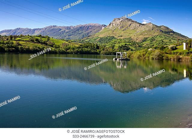 Alfilorios reservoir and Sierra del Aramo. Asturias. Spain