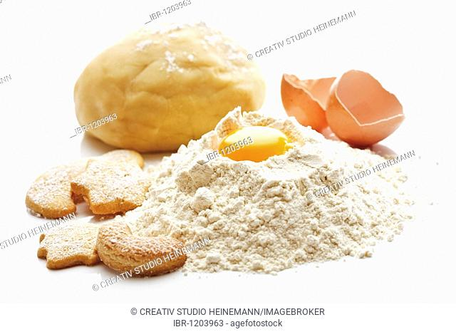 Baking, pile of flour, egg, short pastry, cookies