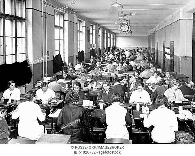 Historic photograph, open plan office in the thirties